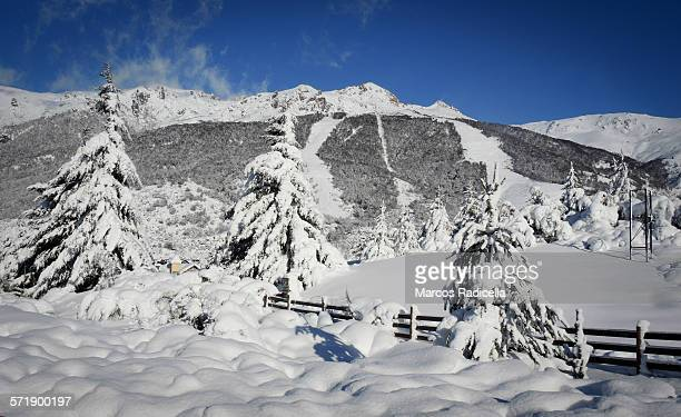 catedral ski resort, bariloche argentina - radicella photos et images de collection