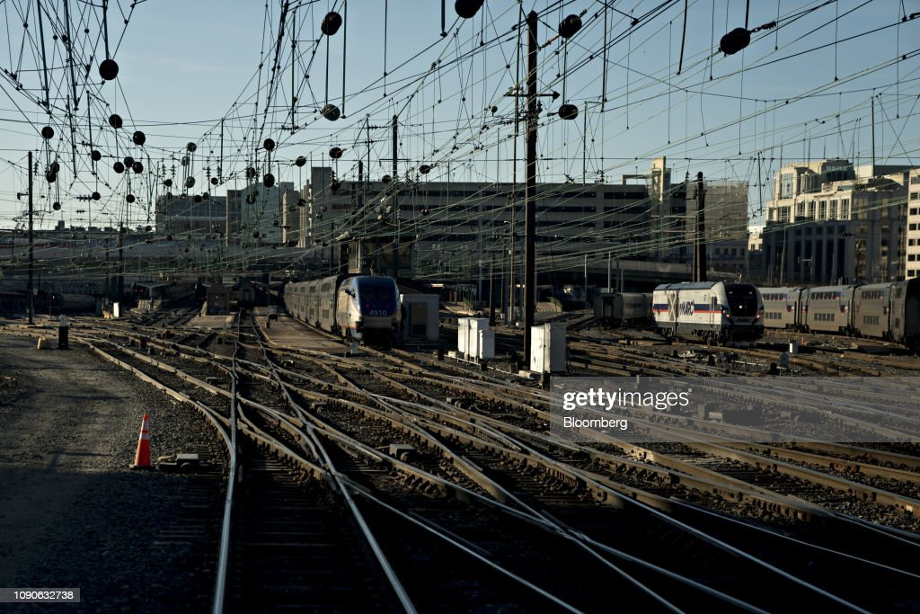 Remarkable Catenary Wires Hang Over Train Tracks Near Union Station On Amtraks Wiring Digital Resources Anistprontobusorg