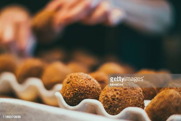 caterer preparing party food, arancini, cake pop style - mmeemil stock photos and pictures