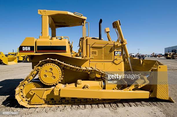 caterpillar d6 bulldozer - caterpillar stock pictures, royalty-free photos & images