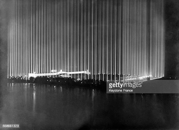 'Cathédrale de lumière' réalisée par Albert Speer illuminant le stade pendant un Congrès nazi à Nuremberg Allemagne en 1937