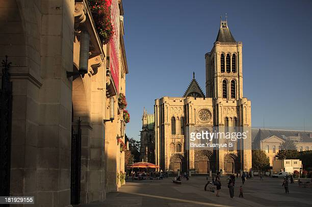 cathedral basilica of saint denis - saint denis paris stock pictures, royalty-free photos & images