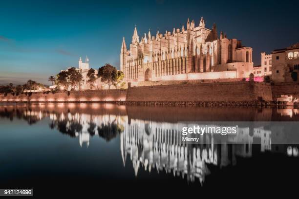 cathedral de palma de mallorca at night la seu majorca - palma majorca stock pictures, royalty-free photos & images