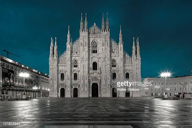 cathedral, duomo, piazza del duomo, milan, lombardy, italy - cattedrale foto e immagini stock