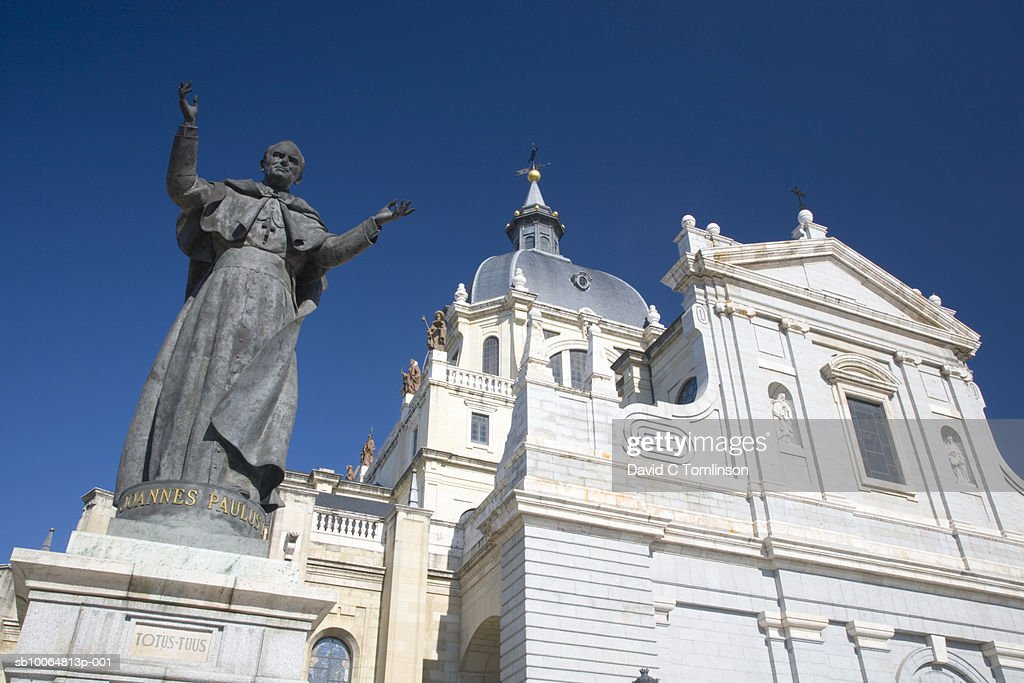 Cathedral of Almudena, statue of Pope John Paul II, low angle view : ストックフォト