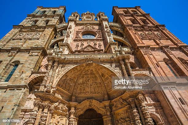 cathedral of astorga on the way to santiago. - provinz leon stock-fotos und bilder