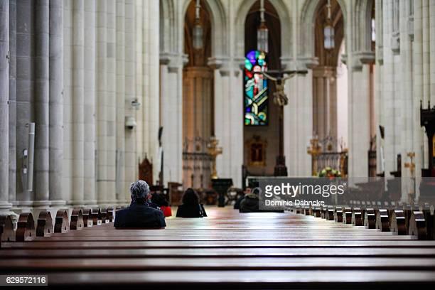 cathedral of la almudena (madrid. spain) - catedral de la almudena fotografías e imágenes de stock