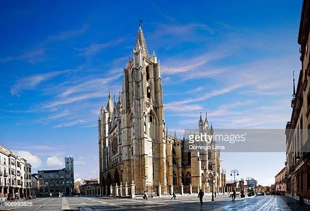 cathedral of leon - レオン県 ストックフォトと画像