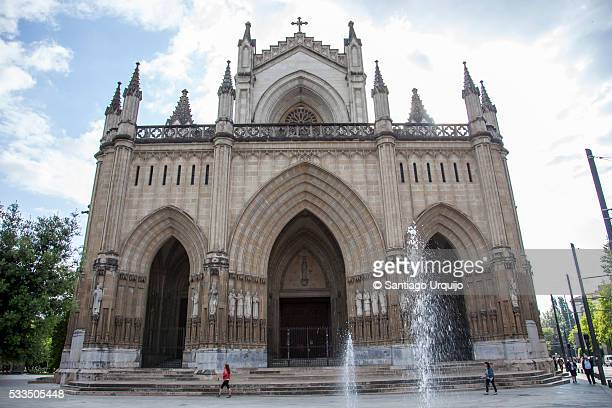 cathedral of maría inmaculada in vitoria-gasteiz - ビトリア=ガステイス ストックフォトと画像