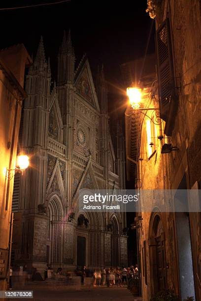 cathedral of orvieto, italy - adriano ficarelli photos et images de collection