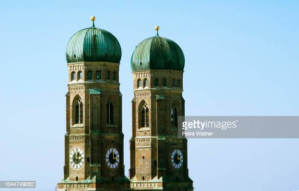 cathedral of our blessed lady, munich, bavaria, germany - petra bell stock-fotos und bilder