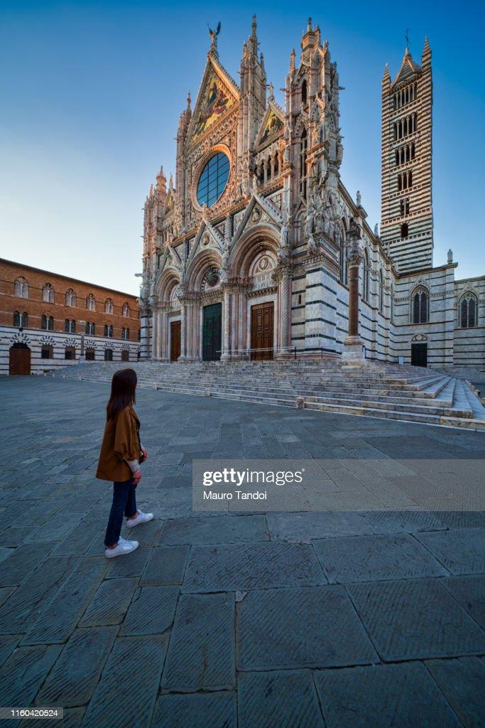 Cathedral of Santa Maria Assunta at dusk, Siena, Italy : Foto stock