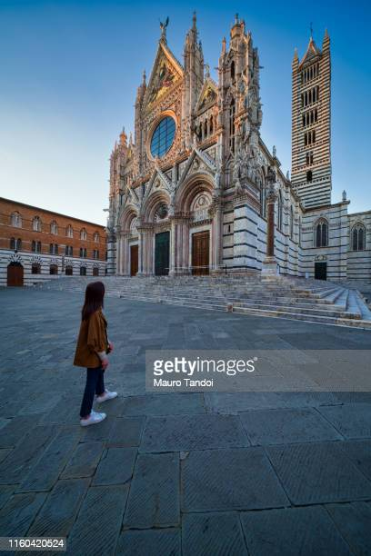 cathedral of santa maria assunta at dusk, siena, italy - mauro tandoi stock photos and pictures