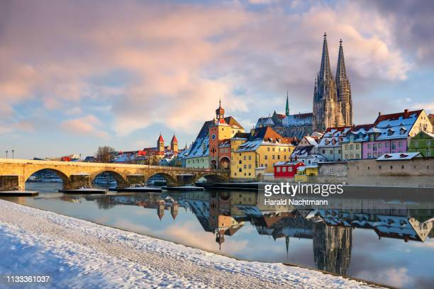 cathedral of st. peter, the stone bridge and the bridge tower, regensburg, bavaria, germany - レーゲンスブルク ストックフォトと画像