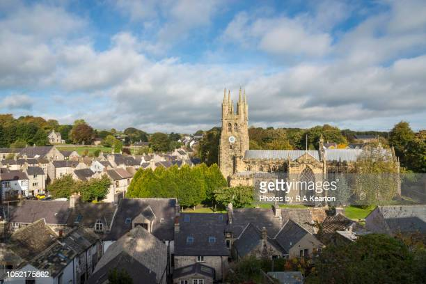 cathedral of the peak, tideswell, peak district, derbyshire, england - peak district national park stock pictures, royalty-free photos & images