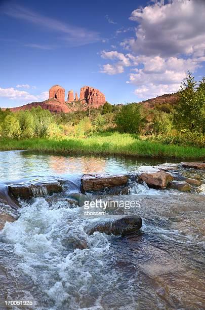 catedral de rock ao anoitecer - oak creek canyon - fotografias e filmes do acervo