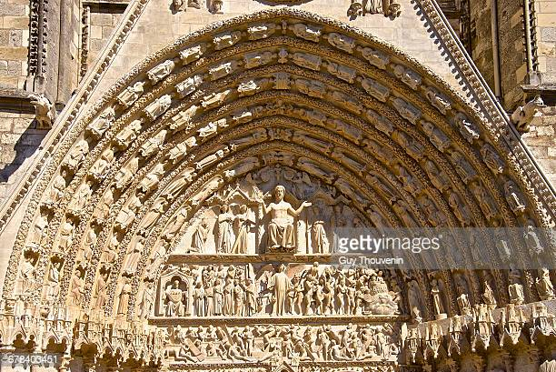 cathedral saint etienne, dating from the 12th to 14th centuries, in gothic style, central tympanum, unesco world heritage site, bourges, cher, centre, france, europe - bourges imagens e fotografias de stock