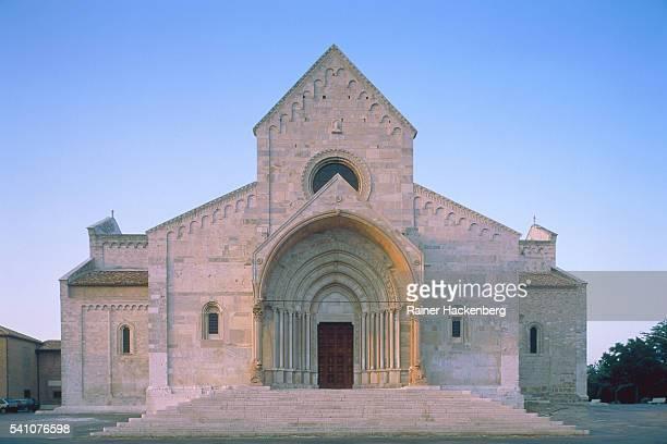 cathedral san ciriaco at ancona (italy) - marche italia foto e immagini stock