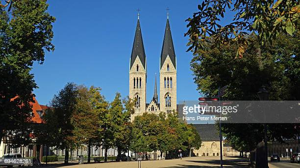 cathedral square and cathedral, halberstadt - saxony anhalt stock pictures, royalty-free photos & images