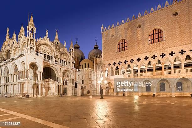catedral st marks square doge's palace, veneza, itália, à noite - palácio - fotografias e filmes do acervo