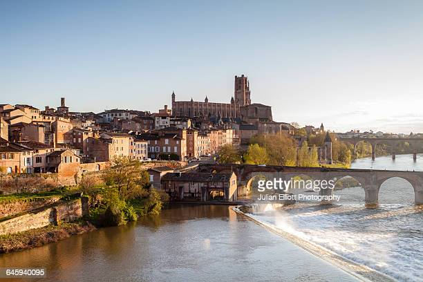 cathedrale sainte-cecile d'albi and the river tarn - アルビ ストックフォトと画像
