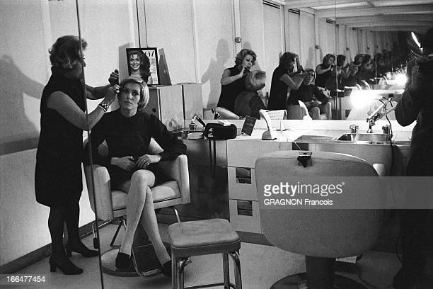 Catherine Deneuve At Carita Catherine DENEUVE se fait couper les cheveux chez CARITA à PARIS l'actrice les cheveux courts se faisant coiffer par une...