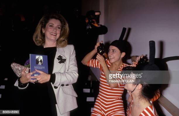 Catherine Deneuve au lancement du nouveau parfum pour homme de Karl Lagerfeld le 4 fevrier 1991 a Paris