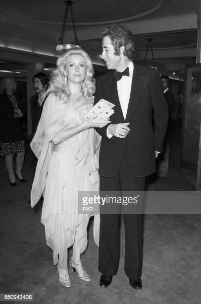 Catherine Deneuve avec le danseur Jacques Chazot lors d'un gala le 14 septembre 1973 à Paris France