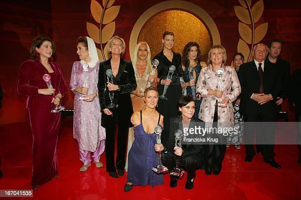 Catherine Deneuve Benazir Bhutto Sabine Christiansen Donatella Versace Linda Evangelista Teri Hatcher Margarete GehringMichail Gorbatschow Und In Der...