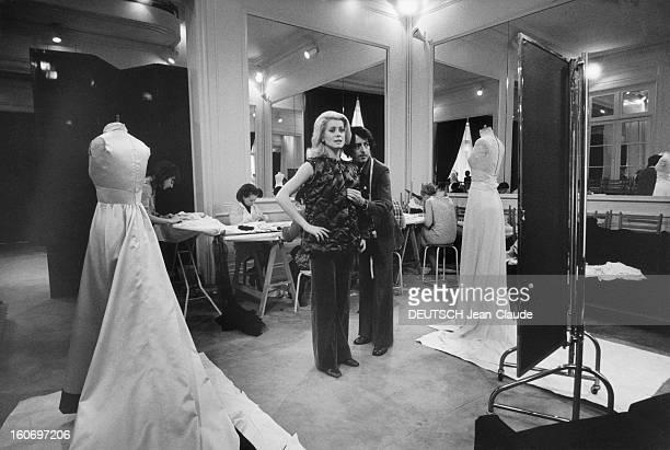 Catherine Deneuve Fitting At Yves Saint Laurent Catherine DENEUVE lors d'une séance d'essayage dans l'atelier d'Yves SAINT LAURENT à PARIS un...