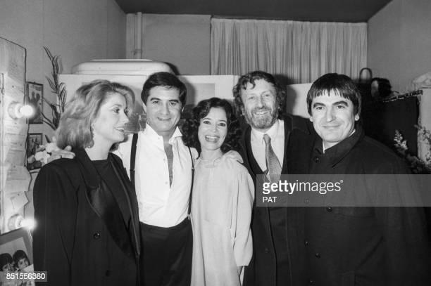 Catherine Deneuve JeanClaude Brialy MarieJosé Nat Claude Rich et Serge Lama lors d'une première le 8 février 1984 à Paris France
