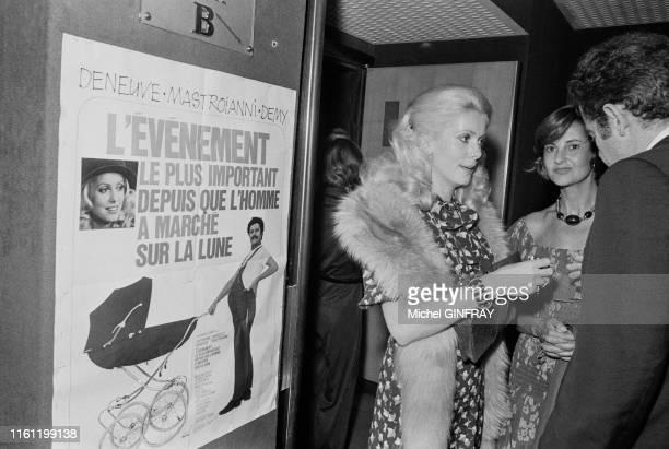 Catherine Deneuve lors de la première du film 'L'evenement le plus important depuis que l'homme a marché sur la lune' à Paris en septembre 1973,...