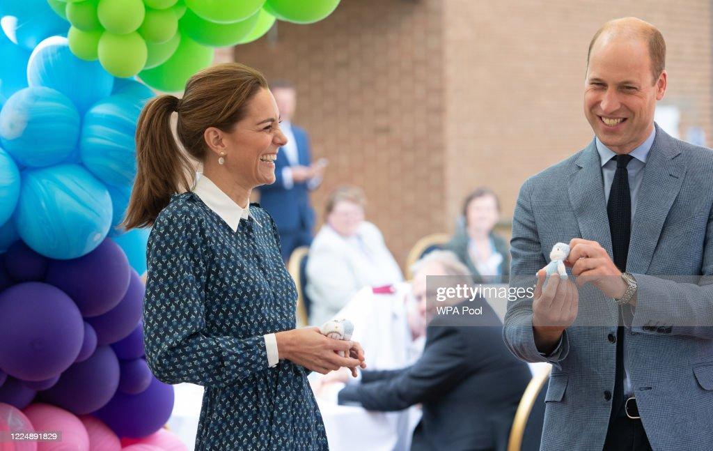 The Duke and Duchess of Cambridge Visit Queen Elizabeth Hospital : Foto di attualità