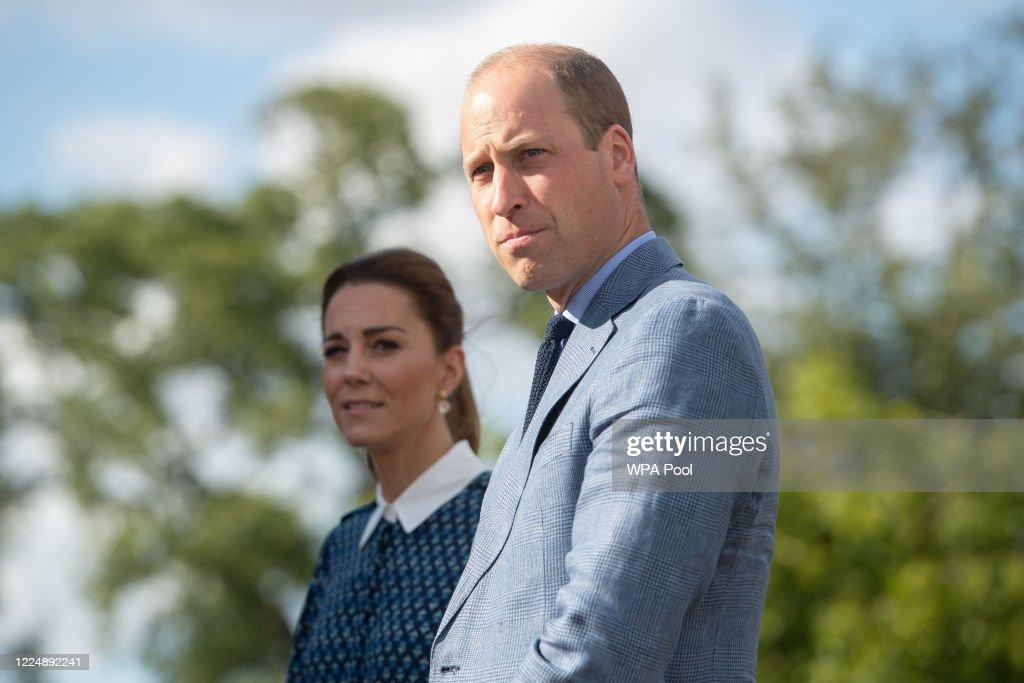 The Duke and Duchess of Cambridge Visit Queen Elizabeth Hospital : Nachrichtenfoto