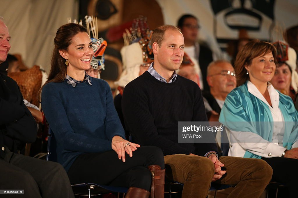 2016 Royal Tour To Canada Of The Duke And Duchess Of Cambridge - Bella Bella And Victoria, British Columbia : Fotografía de noticias
