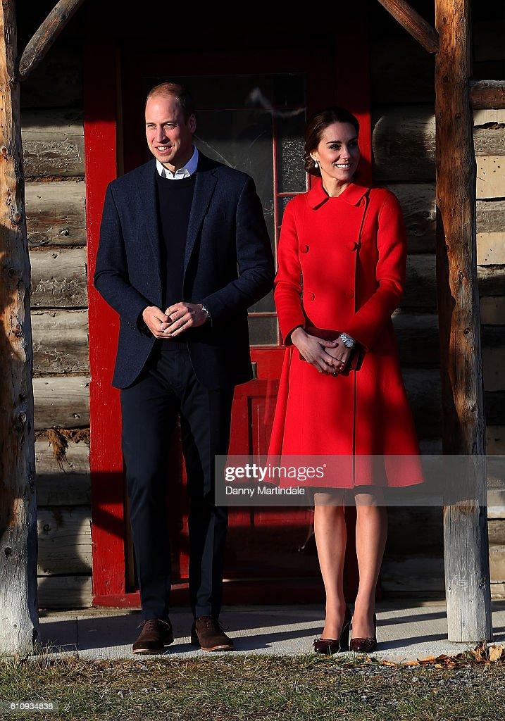 2016 Royal Tour To Canada Of The Duke And Duchess Of Cambridge - Whitehorse And Carcross, Yukon : Fotografía de noticias