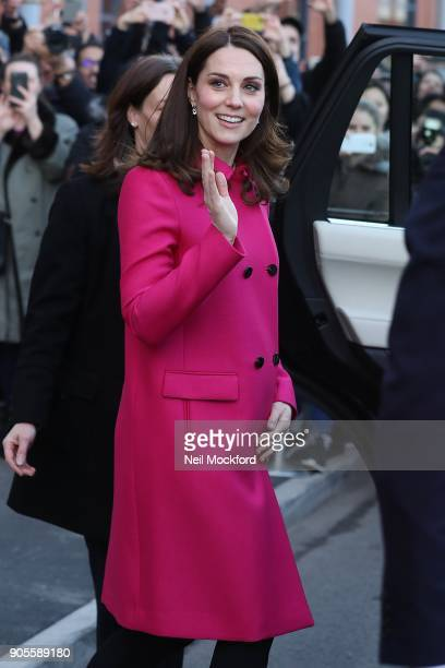 Catherine Duchess of Cambridge and Prince William Duke of Cambridge visit the Science and Health Building Coventry University on January 16 2018 in...