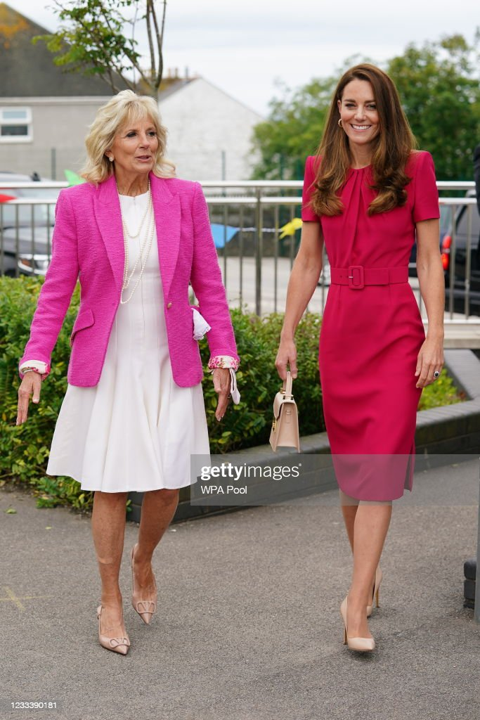 The Duchess Of Cambridge And Dr. Jill Biden Visit A Primary School In Cornwall : ニュース写真