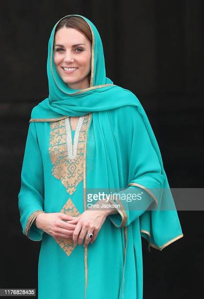 Catherine Duchess of Cambridge arrives at the Badshahi Mosque within the Walled City during day four of their royal tour of Pakistan on October 17...