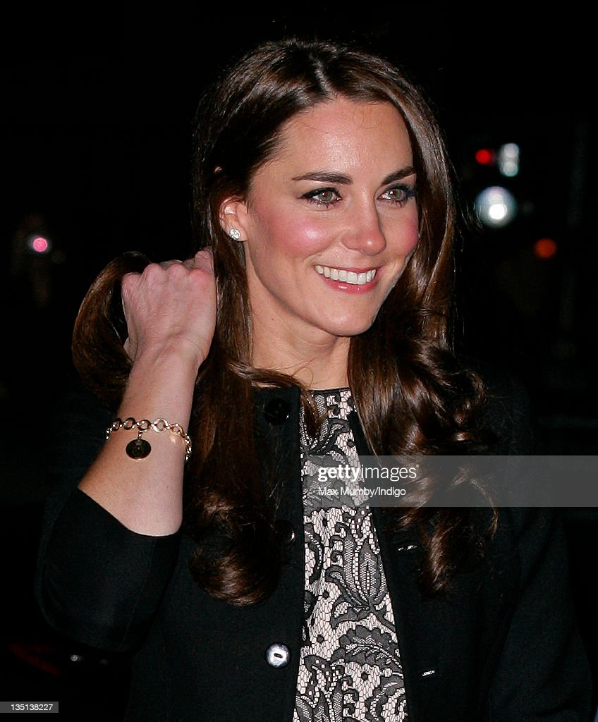 The Prince of Wales and The Duchess of Cornwall and The Duke and Duchess of Cambridge  Attend Concert At The Royal Albert Hall : Fotografía de noticias