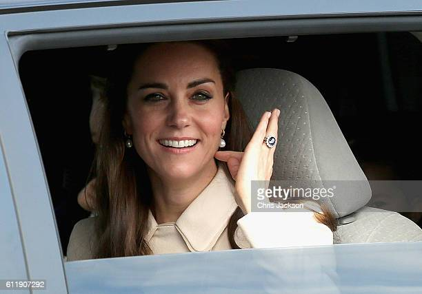 Catherine, Duchess of Cambridge arrives with her family to board a sea-plane on the final day of their Royal Tour of Canada on October 1, 2016 in...