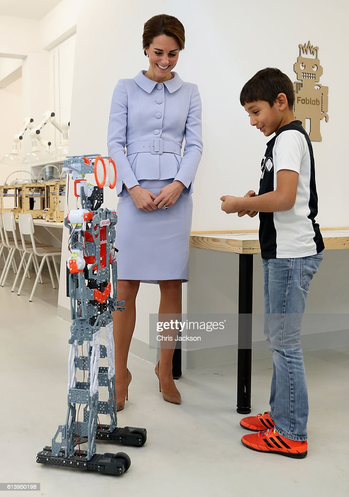 Catherine, Duchess of Cambridge attends a robotics class at Bouwkeet workshop project for teenagers on October 11, 2016 in Rotterdam, Netherlands