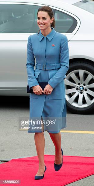 Catherine, Duchess of Cambridge attends a wreathlaying service at the War Memorial in Seymour Square on April 10, 2014 in Blenheim, New Zealand. The...