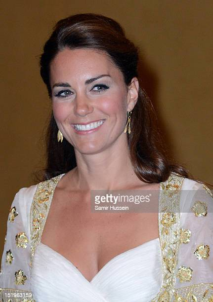 Catherine, Duchess of Cambridge attends an official dinner hosted by Malaysia's Head of State Sultan Abdul Halim Mu'adzam Shah of Kedah on Day 3 of...