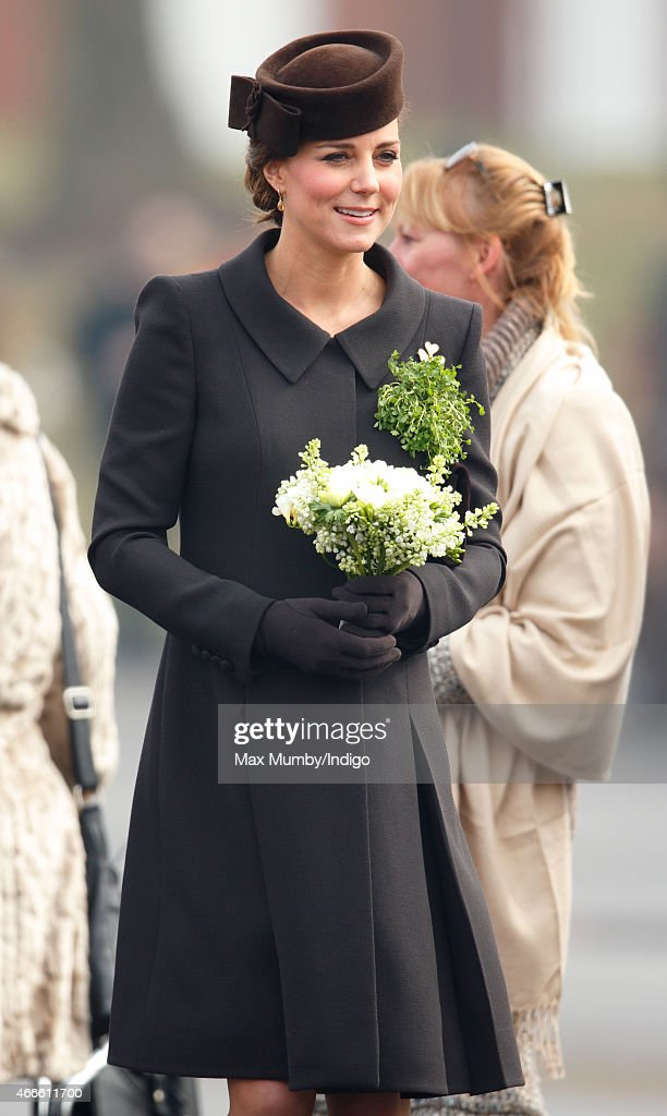 The Duke And Duchess Of Cambridge Attend St Patrick's Day Parade At Mons Barracks : ニュース写真