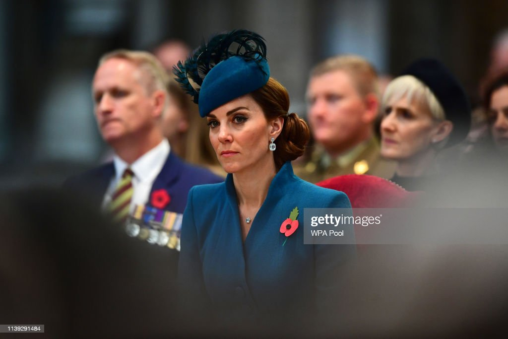 Duchess Of Cambridge and Duke of Sussex Attend ANZAC Day Service : Nyhetsfoto