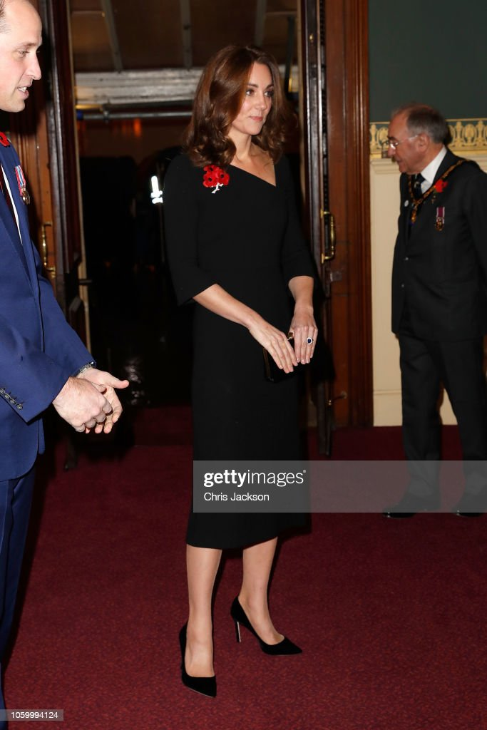 CASA REAL BRITÁNICA - Página 78 Catherine-duchess-of-cambridge-attends-the-royal-british-legion-of-picture-id1059994124