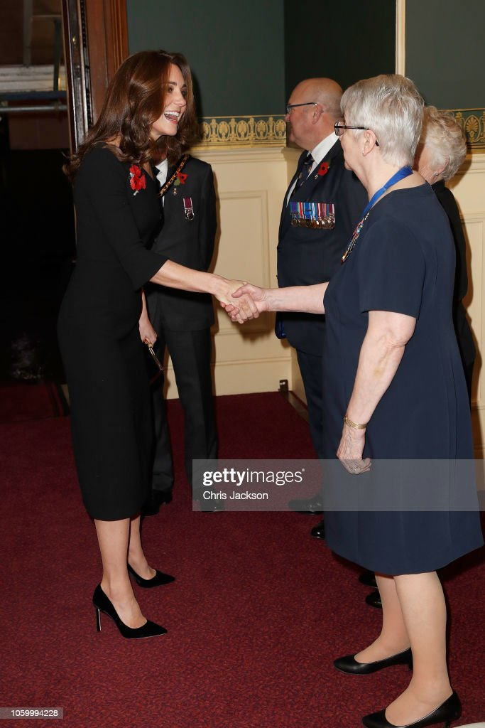 CASA REAL BRITÁNICA - Página 78 Catherine-duchess-of-cambridge-attends-the-royal-british-legion-of-picture-id1059994228