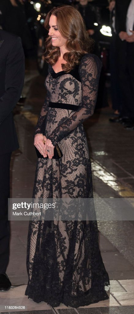 The Duke And Duchess Of Cambridge Attend The Royal Variety Performance : Foto di attualità