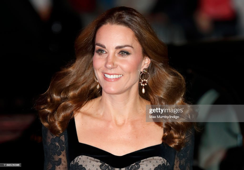 The Duke And Duchess Of Cambridge Attend The Royal Variety Performance : ニュース写真